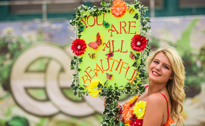 51-awesome-totems-signs-and-banners-by-edc-orlando-headliners-700x430
