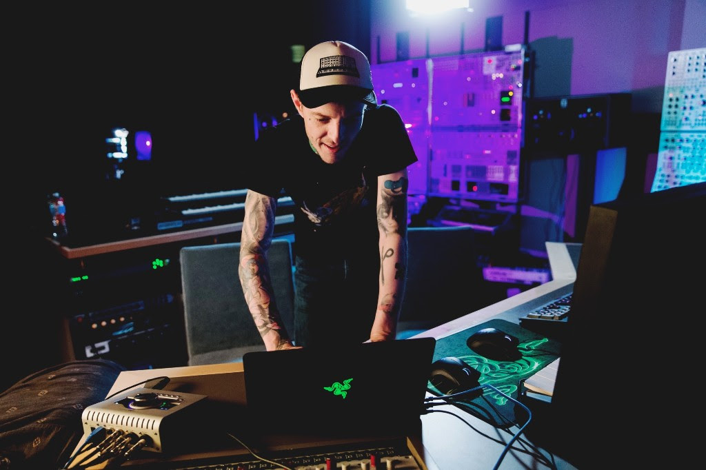 "Deadmau5 Debuts State-Of-The-Art ""Mau5 Den"" Home Studio After A Year of Construction"