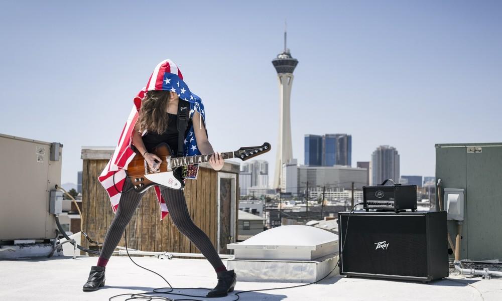 Gina Guitar 1